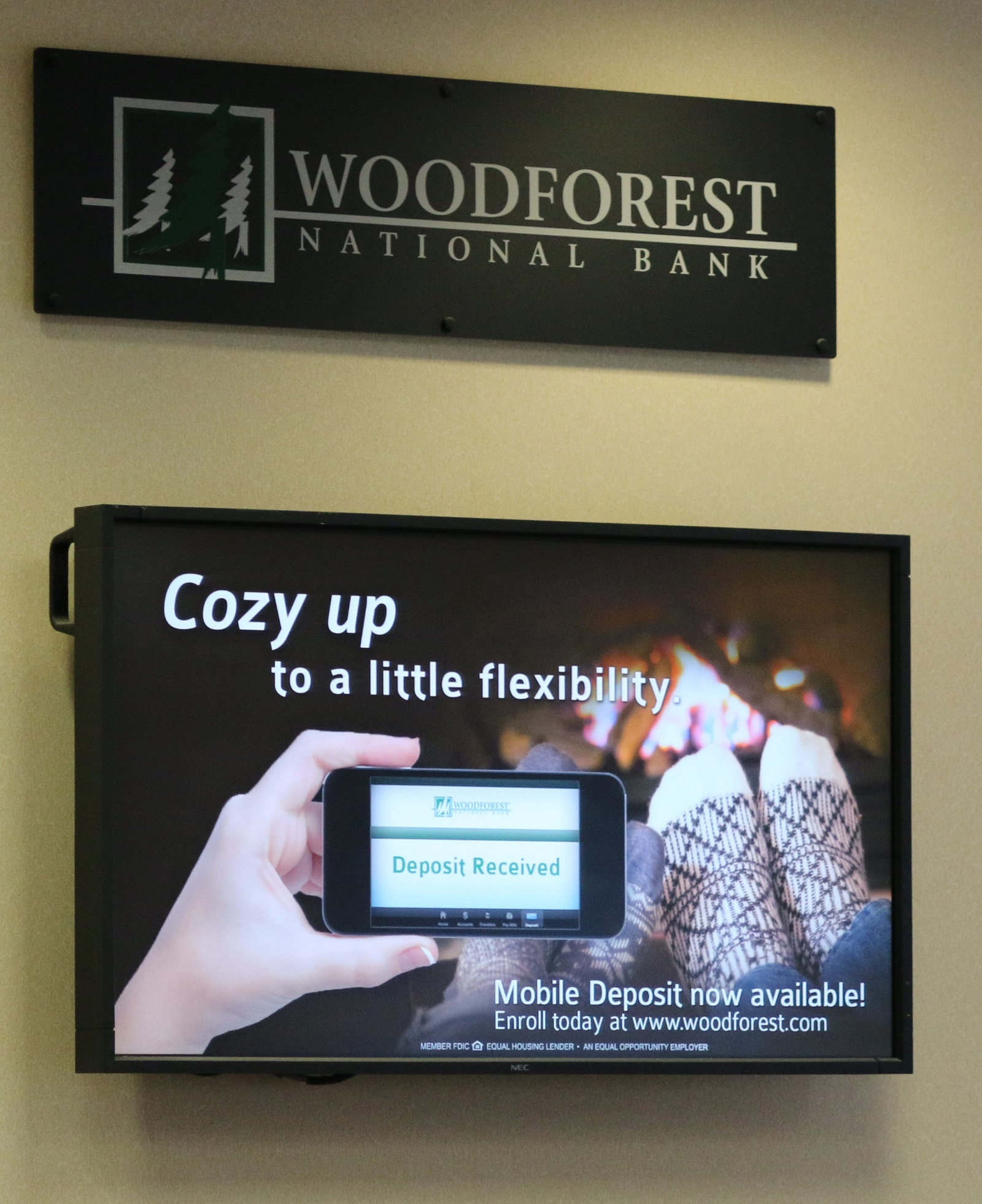 hourly woodforest national bank retail banker