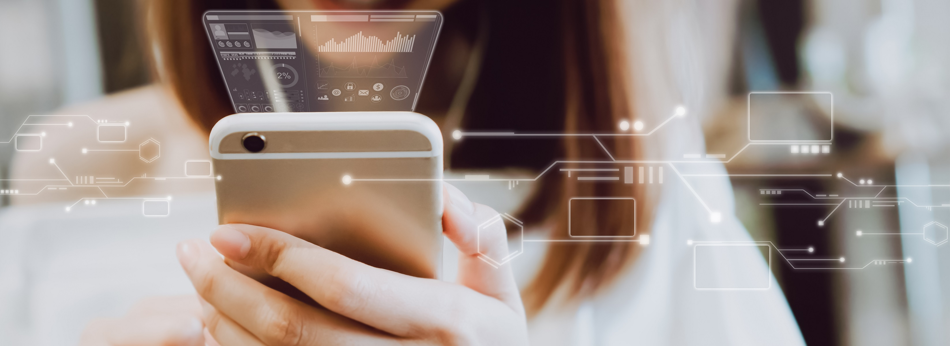 woman with mobile phoneHow Real-Time Access to Information Boosts Engagement and Personalization