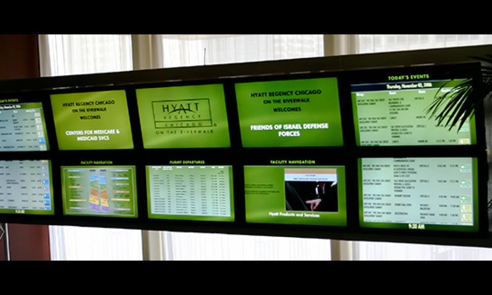 Real-time schedules on digital screen - Hyatt Regency Chicago
