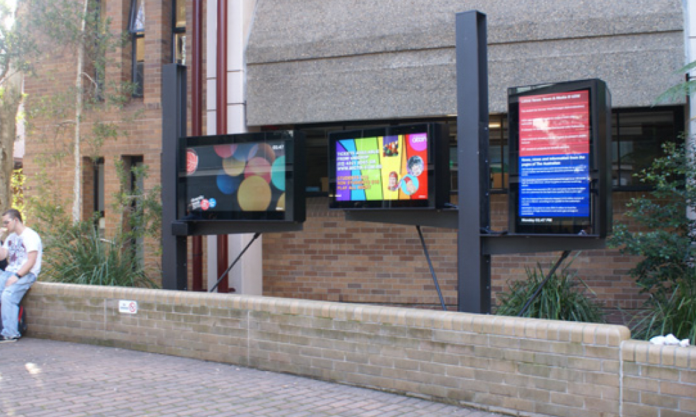 outdoor screens at University of Wollongong